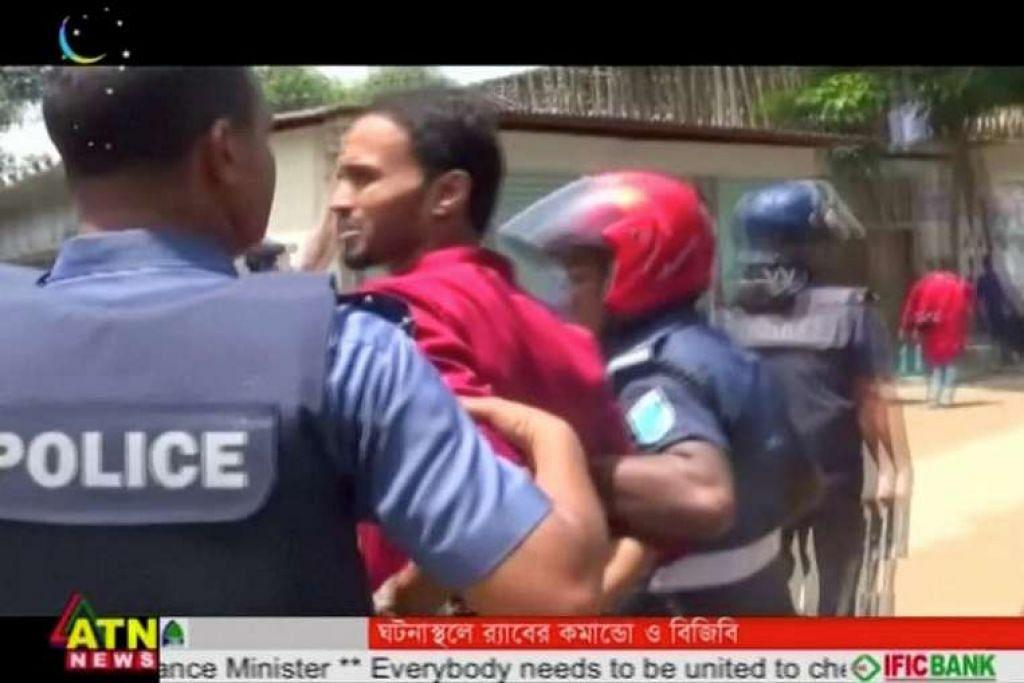 Polis menahan seorang suspek selepas militan menyerang pegawai polis Bangladesh yang mengawal semasa sambutan Aidilfitri di bandar Kishoreganj dalam gambar yang diambil daripada video pada 7 Julai.