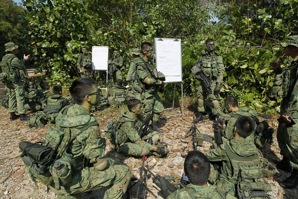 Anggota Perkhidmatan Negara menjalani latihan di Kem Pasir Laba.