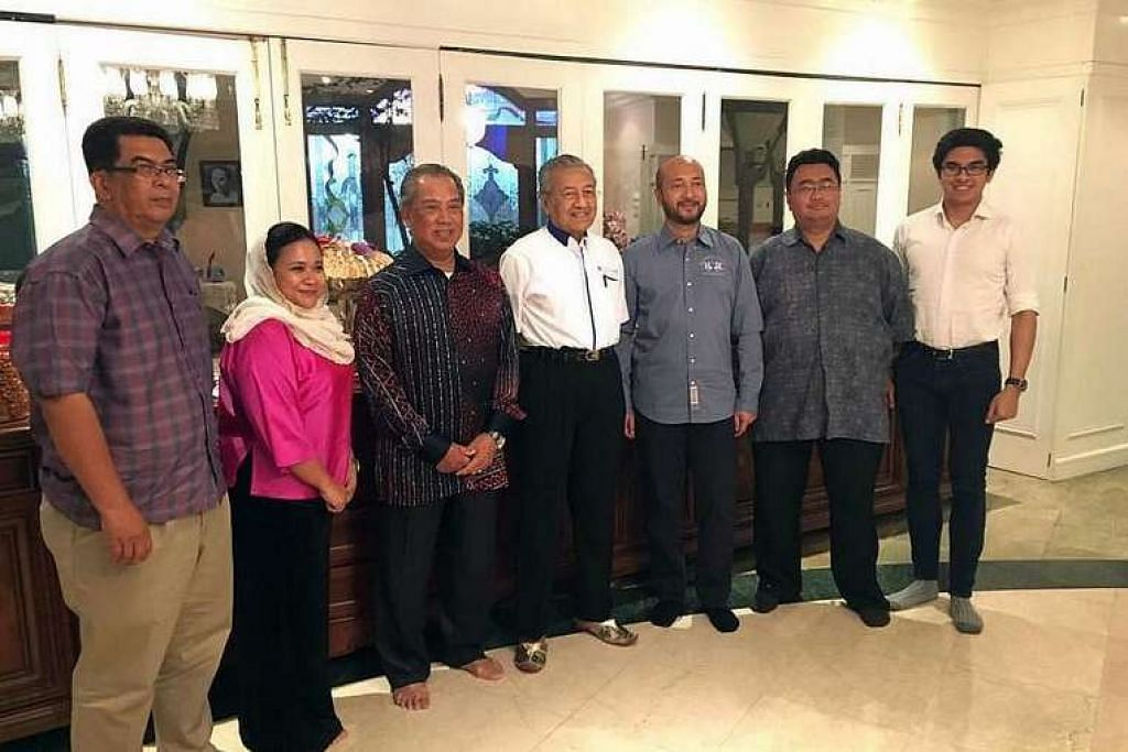 Ahli pengasas parti baru yang namanya belum diumum: (dari kiri) Encik Kamarul Azman Habibur Rahman, Cik Anina Saadudin, Tan Sri Muhyiddin Yassin, Tun  Dr Mahathir, Datuk Seri Mukhriz Mahathir; Encik Akhramsyah Muammar Ubaidah Sanusi,  dan Syed Saddiq Syed Abdul Rahman. FACEBOOK PAGE OF MUHYIDDIN YASSIN