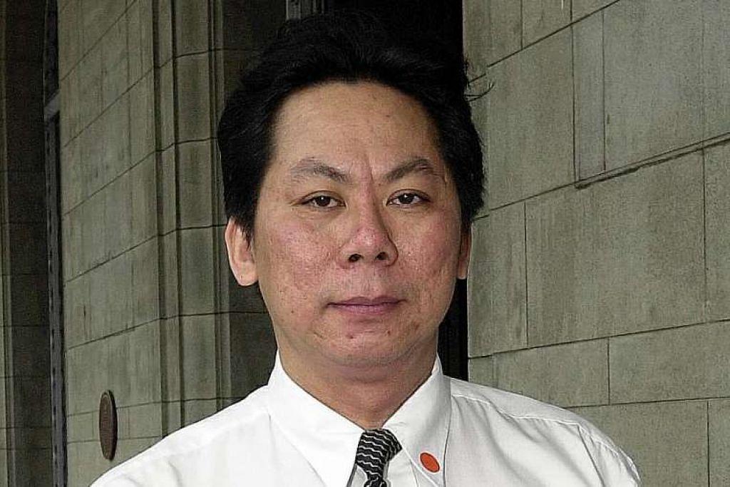 Encik Wong memberi tumpuan pada saiz buah dada mangsa, meminta beliau berdiri dan merenungnya secara tidak wajar semasa beliau di kandang saksi.