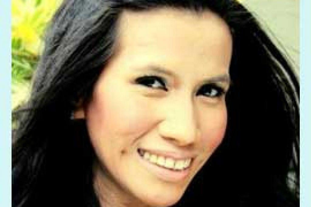 Pengendali bengkel Cik Henovia Rosalinda