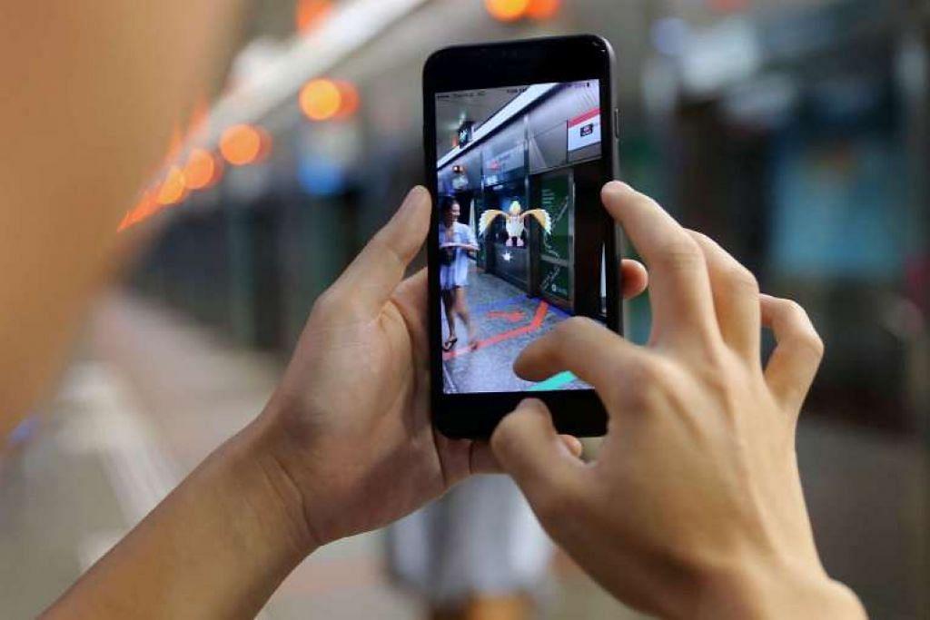 Siasatan awal mendedahkan pejalan kaki itu bermain Pokemon GO sambil melintas jalan di pintu masuk tempat letak kereta Plaza Singapura pada Ahad (14 Ogos). Apabila pemandu kereta tersebut membunyikan hon keretanya terhadapnya, pertengkaran tercetus dan mereka kemudian bertumbuk.