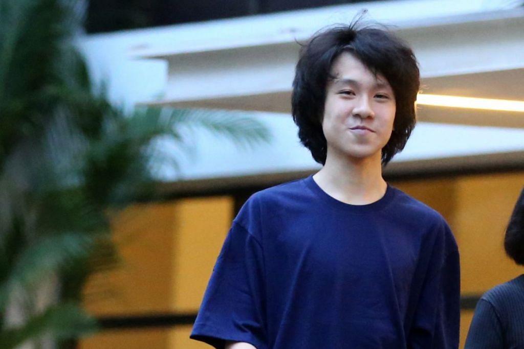 JALANI PERBICARAAN. Remaja, Amos Yee, 17 tahun, mengaku salah atas dua tuduhan dan mengaku tidak bersalah untuk enam tuduhan lain. - Foto FAIL