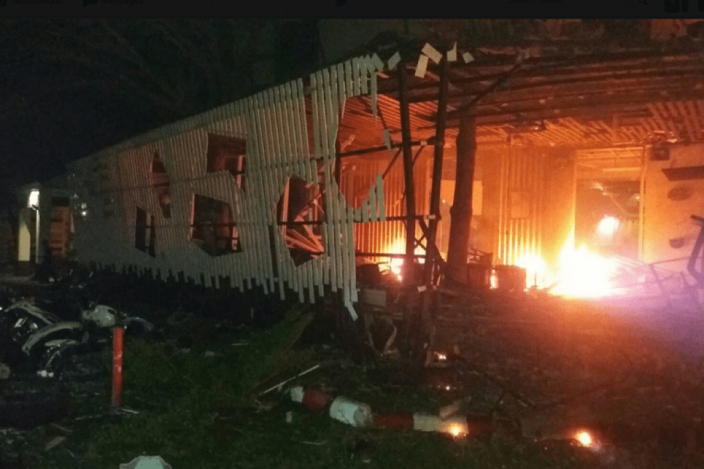 Sebuah bom kereta besar meletup di luar sebuah hotel di wilayah selatan Pattani, Thailand pada 23 Ogos.
