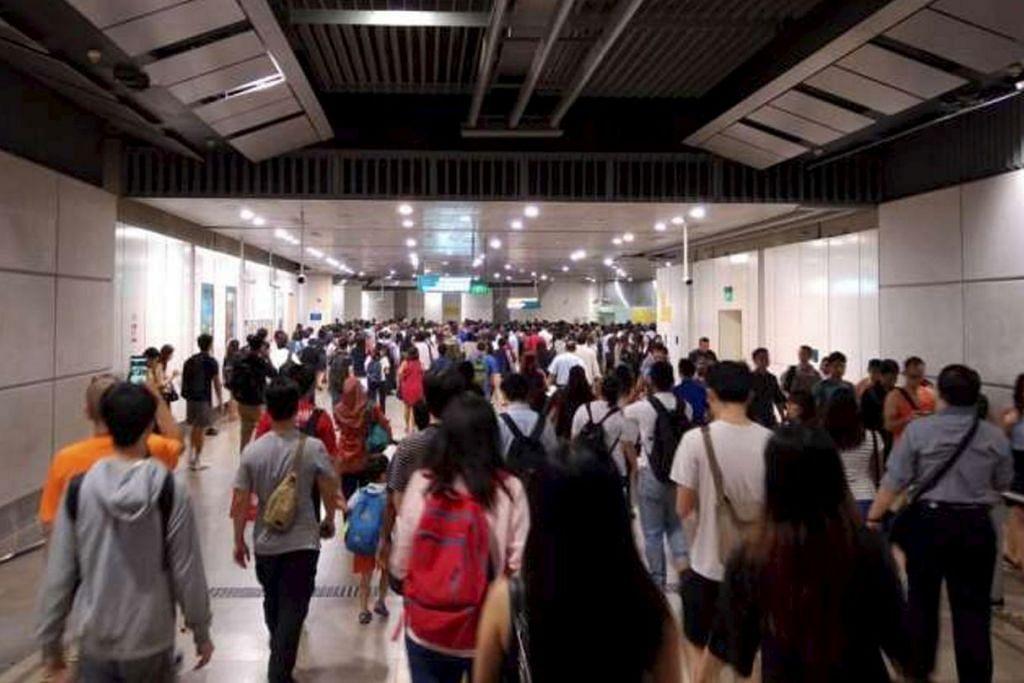 Penumpang mengadu stesen sesak sepanjang Laluan Circle pada waktu sibuk pagi Isnin (29 Ogos). SMRT berkata perkhidmatan akan terus lembap sepanjang Selasa dan penumpang boleh menjangka masa tambahan perjalanan hingga lima minit.