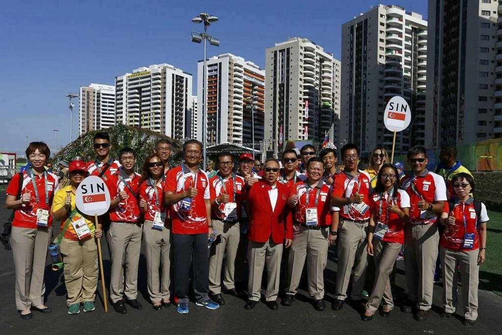 Sebahagian daripada atlet Team Singapore di acara selamat datang di Kampung Sukan semasa Olimpik Rio 2016.