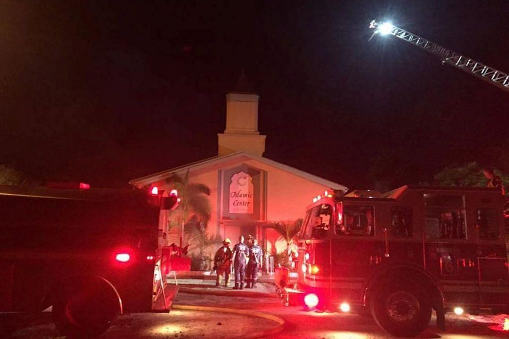 Kakitangan kecemasan di Pusat Islam Fort Pierce di Fort Pierce, Florida, yang dibakar pada Hari Raya Haji pada Isnin (12 Sep).