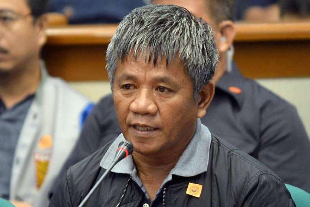 Edgar Matobato, seorang bekas pembunuh upahan, bercakap semasa siasatan Senat mengenai pembunuhan luar undang-undang semasa kempen antidadah, pada Khamis (15 Sep).