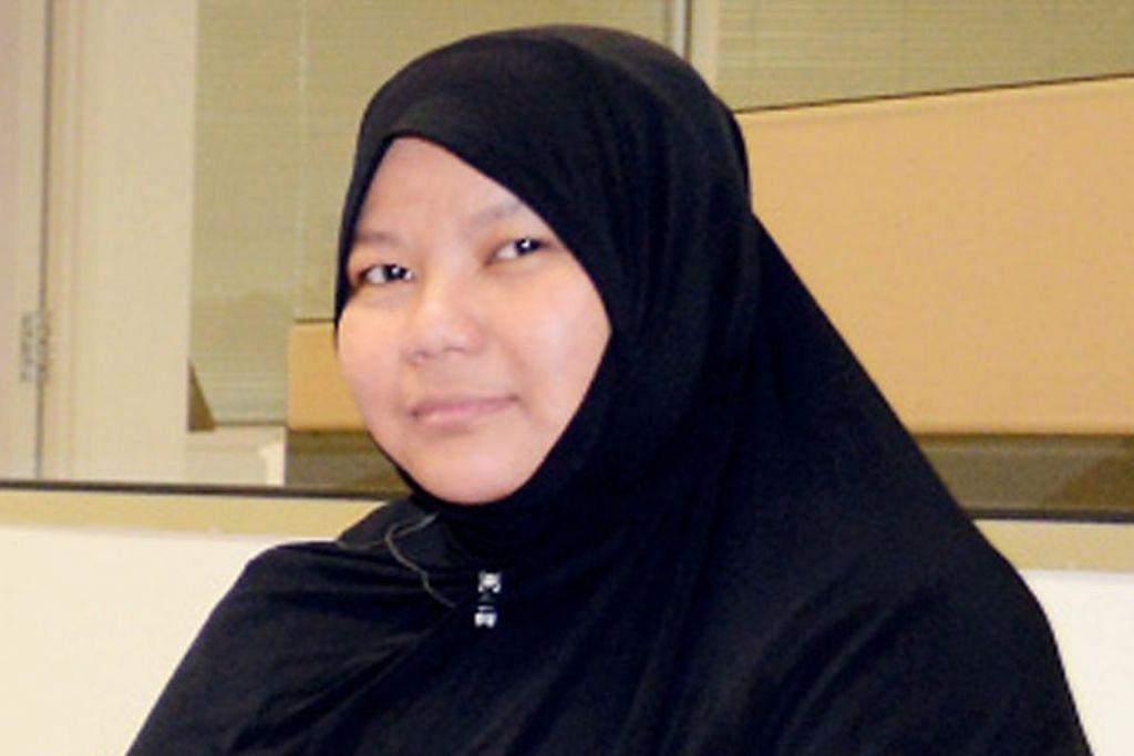 Ibu tiga pelajar kursus aLive, Cik Hartini Inawati Hamzah.
