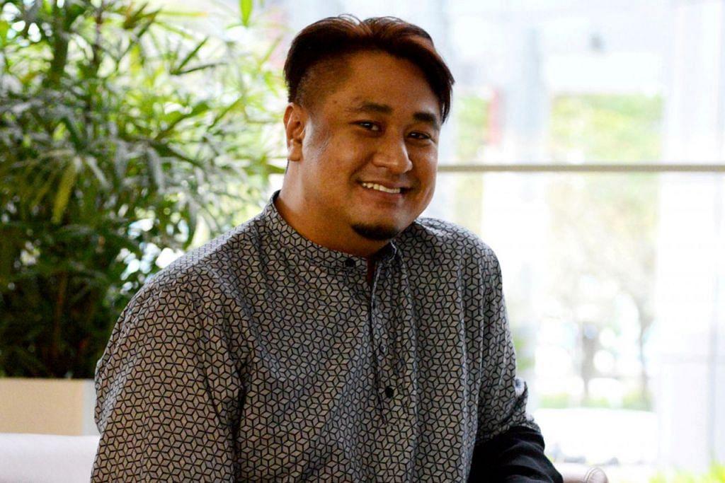 KELUAR DARI ZON SELESA: Encik Ezzam Rahman yang menerima Anugerah Seniman Muda tidak pernah membiarkan kata-kata orang tentang arca kulit kering tumit kaki yang dihasilkannya sebagai hambatan berkarya dengan konsep unik lagi kreatif. - Foto HAZAMI HAMIDON