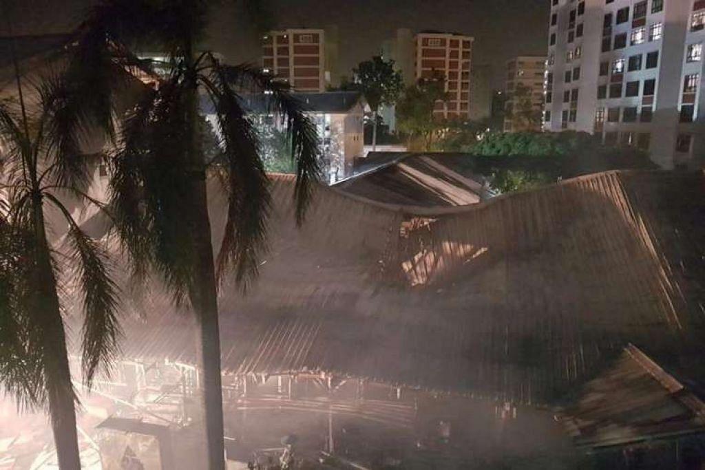 Bumbung pasar runtuh dijilat api.