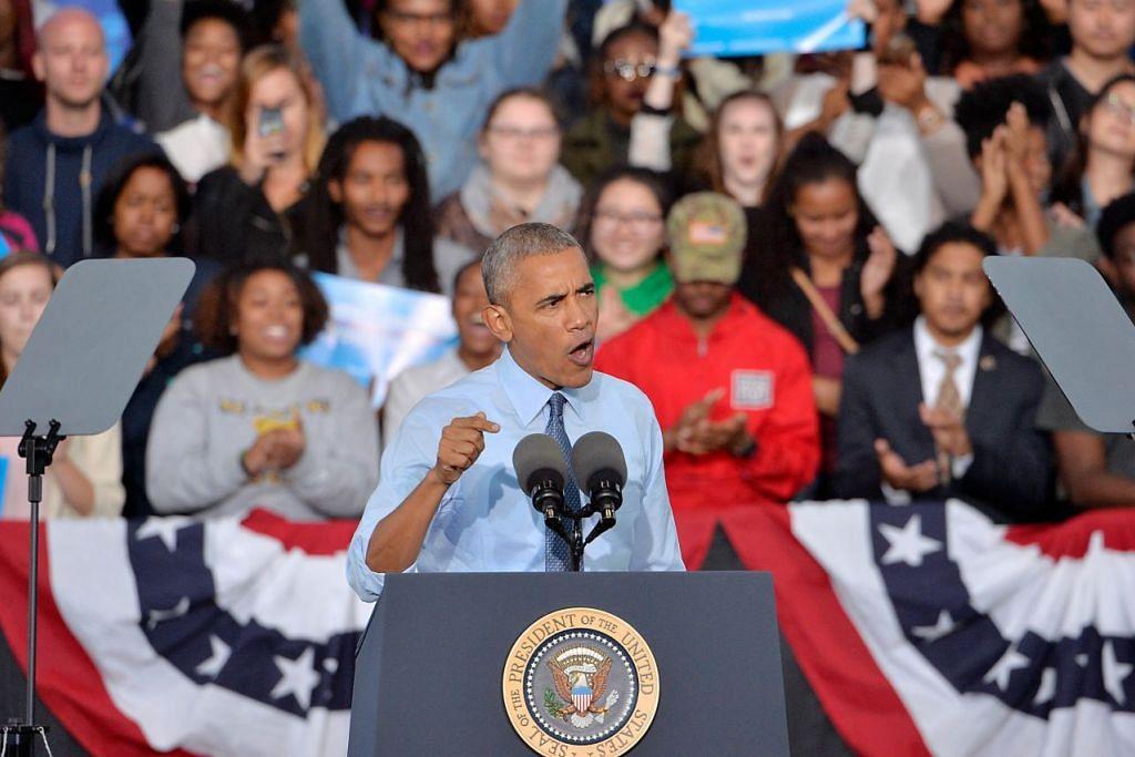 Encik Barack Obama bercakap dalam kempen calon presiden Demokrat, Cik Hillary Clinton,  di Greensboro, North Carolina, pada 11 Okt 2016.
