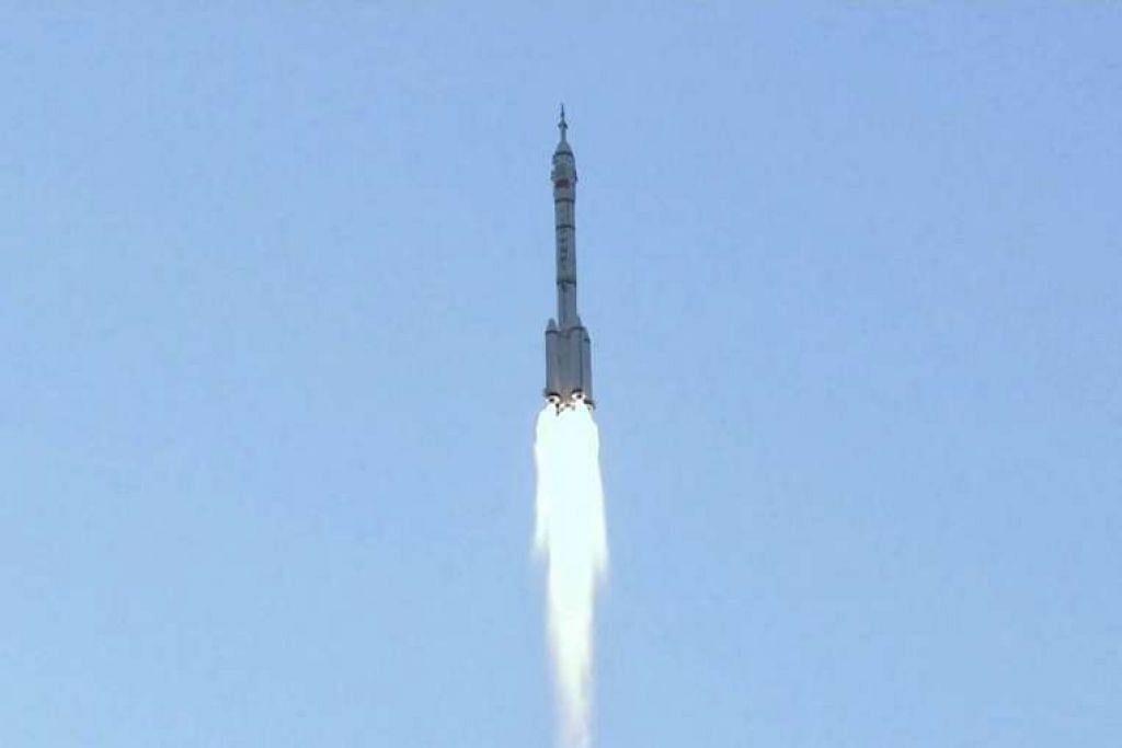 Kapal angkasa kendalian manusia China, Shenzhou-11, dilancar pada pagi Isnin (17 Okt) dari Pusat Pelancaran Satelit Jiuquan di padang pasir Gobi, China.