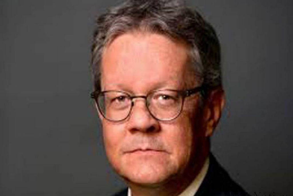 """Encik Keller dikatakan bertemu wanita warga China itu """"beberapa kali di kediamannya, selepas mereka bertukar-tukar gambar bogel""""."""