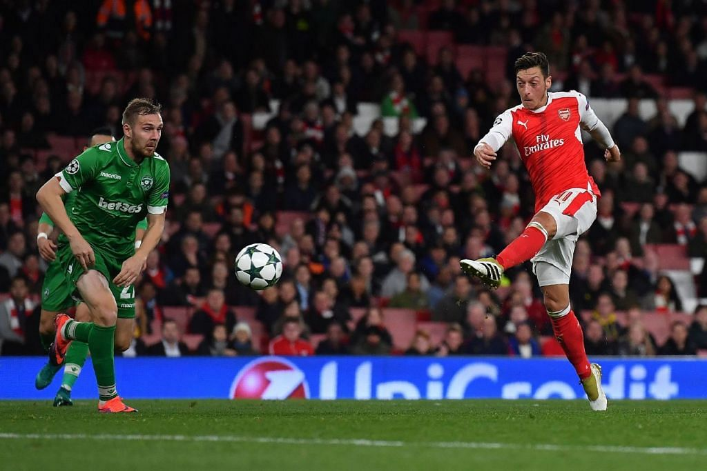 Mesut Ozil menjaringkan gol ketiganya dan keenam Arsenal dalam kemenangan 6-0 ke atas Ludogorets Razgrad dalam perlawanan LIga Juara-Juara di Stadium Emirates pada 19 Oktober, 2016.