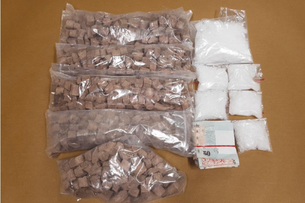Heroin, Ice dan wang tunai dirampas oleh Biro Narkotik Pusat (CNB) dalam satu operasi pada 26 Oktober.