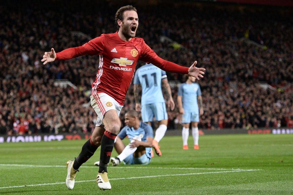 Juan Mata merai golnya yang memberi Manchester United kemanangan 1-0 ke atas Manchester City dalam perlawanan Piala Liga di Old Trafford pada Rabu (26 Okt).