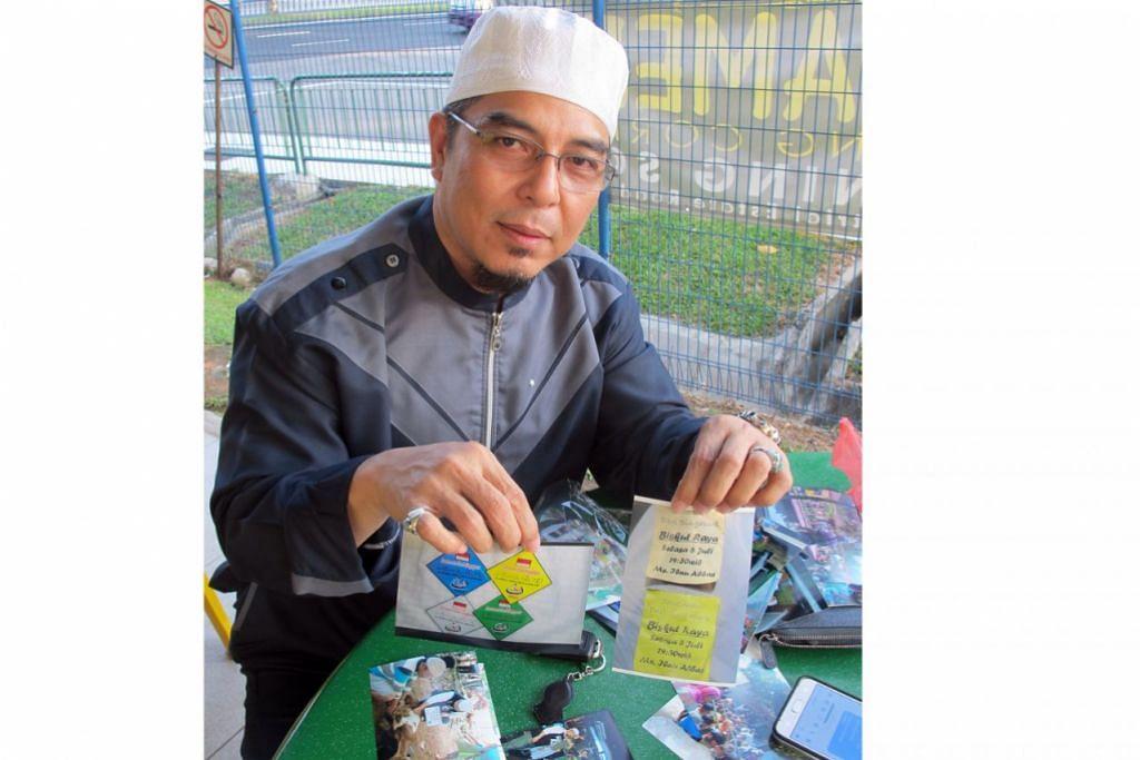 SERIK MENJADI MANGSA PENIPUAN: Ustaz Zali akan menggunakan cip plastik (cip berwarna-warni) bagi mengelakkan masalah penipuan yang pernah berlaku ketika beliau menggunakan kupon (kanan) untuk mengagihkan kuih-muih Raya dan daging korban. – Foto SAINI SALLEH