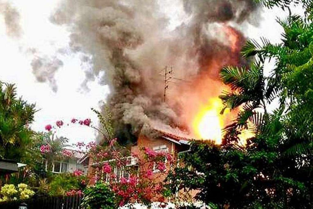 Api merebak dari bumbung banglo dua tingkat di Sunset Place ini dan menjilat tingkat duanya.