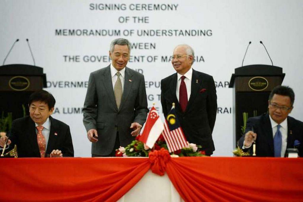 Encik Lee Hsien Loong dan Datuk Seri Najib Razak menyaksikan pemeteraian MOU projek Kereta Api Berkelajuan Tinggi (HSR) oleh Encik Khaw Boon Wan dan  Datuk Abdul Rahman Dahlan pada 19 Julai   2016.