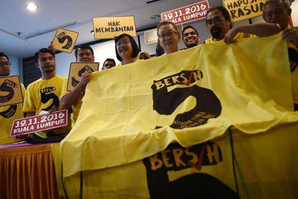 Cik Maria Chin Abdullah, pengerusi Bersih 2.0, bercakap kepada wartawan di Kuala Lumpur pada 14 Sep  2016.