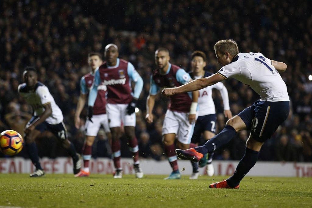 Harry Kane memberi Tottenham tiga mata penuh melalui gol daripada sepakan penalti pada masa kecederaan, apabila pasukan itu mengalahkan West Ham 3-2 dan seklali gus kekal belum kalah selepas 12 perlawanan. EPL musim ini.