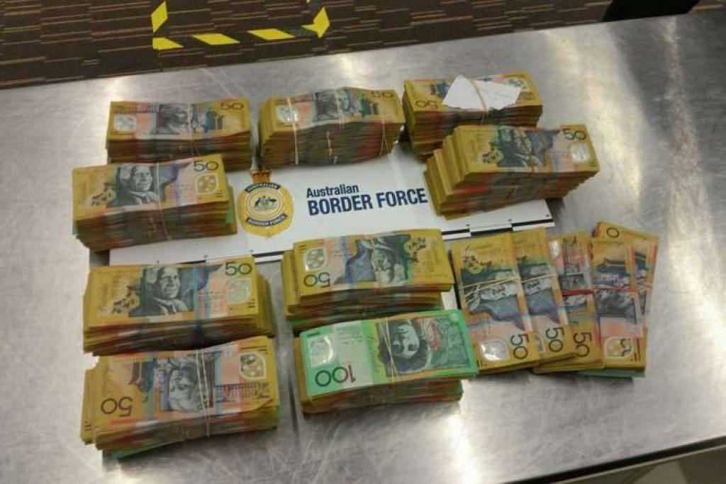 Dua lelaki Singapura dikesan membawa A$520,450 ($550,649) di Lapangan Terbang Adelaide.