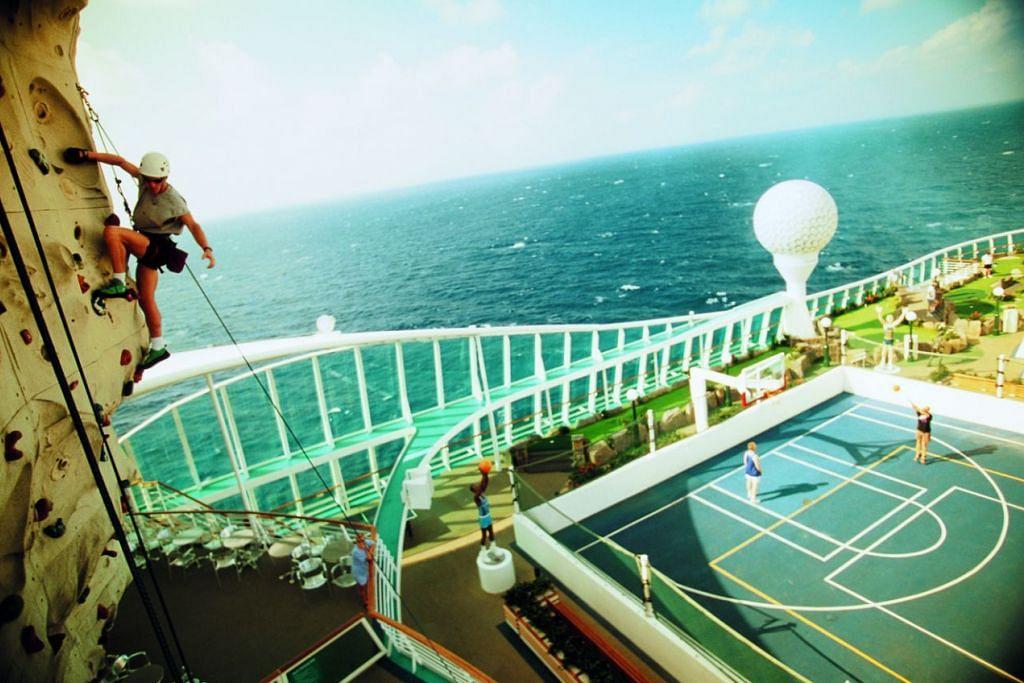 Cuba kegiatan lasak seperti rock climbing yang disediakan di atas kapal persiaran Mariner of the Seas.