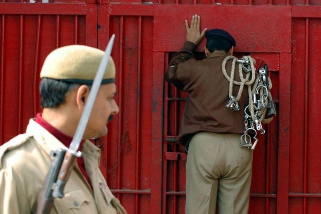 prihatin: Hampir 600 orang dilaporkan meninggal dunia sewaktu dalam tahanan di India antara 2010 dan 2015, kata Kumpulan Pemantau Hak Asasi Manusia (HRW) yang berpangkalan di Amerika Syarikat. - Foto BBC News