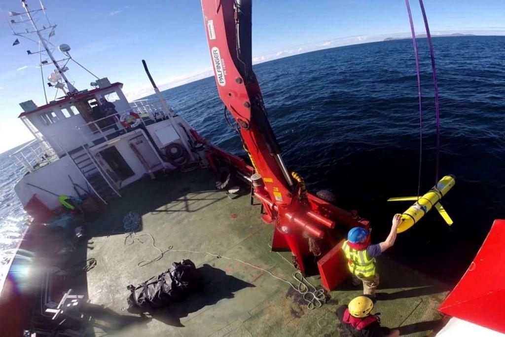 DIPLOMASI DUA HALA: Kementerian Pertahanan China hari ini berkata, ia telah memulangkan kepada Amerika Syarikat satu dron dalam air yang dirampas oleh tentera laut China di Laut China Selatan minggu lalu. - Foto REUTERS