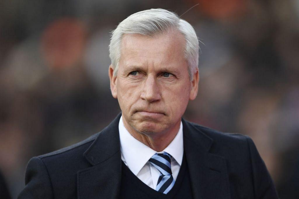 PRESTASI HAMBAR: Pengurus kelab bolasepak Crystal Palace, Alan Pardew, telah dipecat setelah anak buahnya gagal menunjukkan prestasi terbaik. - Foto REUTERS