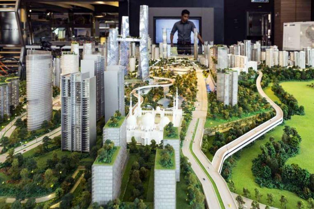 Seorang pelawat melihat model yang dicadangkan bagi pembangunan Bandar Malaysia yang akan menempatkan terminal bagi landasan kereta api kelajuan tinggi Kuala Lumpur-Singapore.