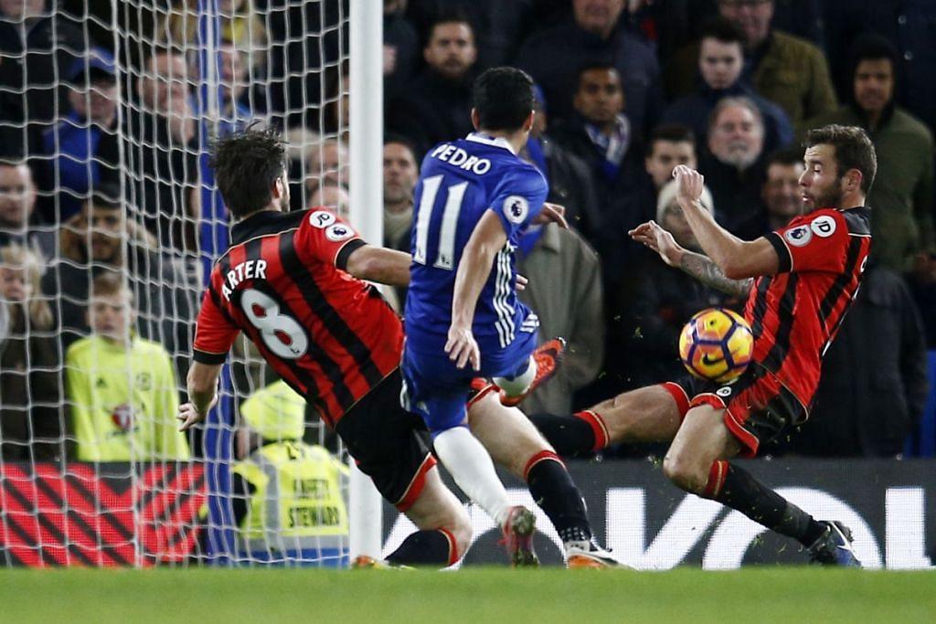 Pedro menjaringkan gol ketiga Chelsea dalam kemenangan 3-0 ke atas Bournemouth dalam perlawanan EPL di Stamford Bridge pada 26 Dis 2016.