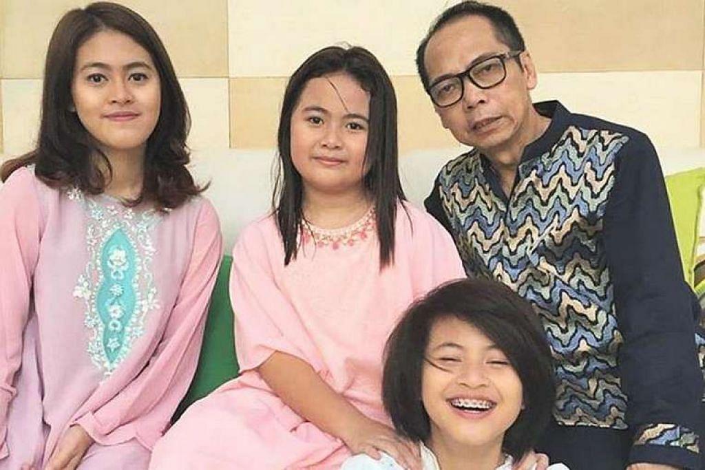 Hartawan Dodi Triyono bersama tiga anaknya. Diona Arika Andra Putri (kiri) dan Dianita Gemma Dzalfayla (tengah) maut bersama bapa mereka, manakala Zannette Kalila Azaria terselamat.