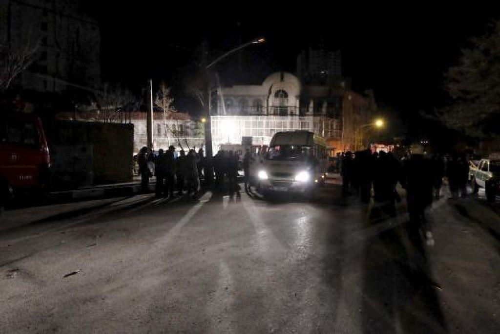 Keadaan Kedutaan Arab Saudi selepas berlakunya bantahan di Teheran, Iran. - Gambar Reuters