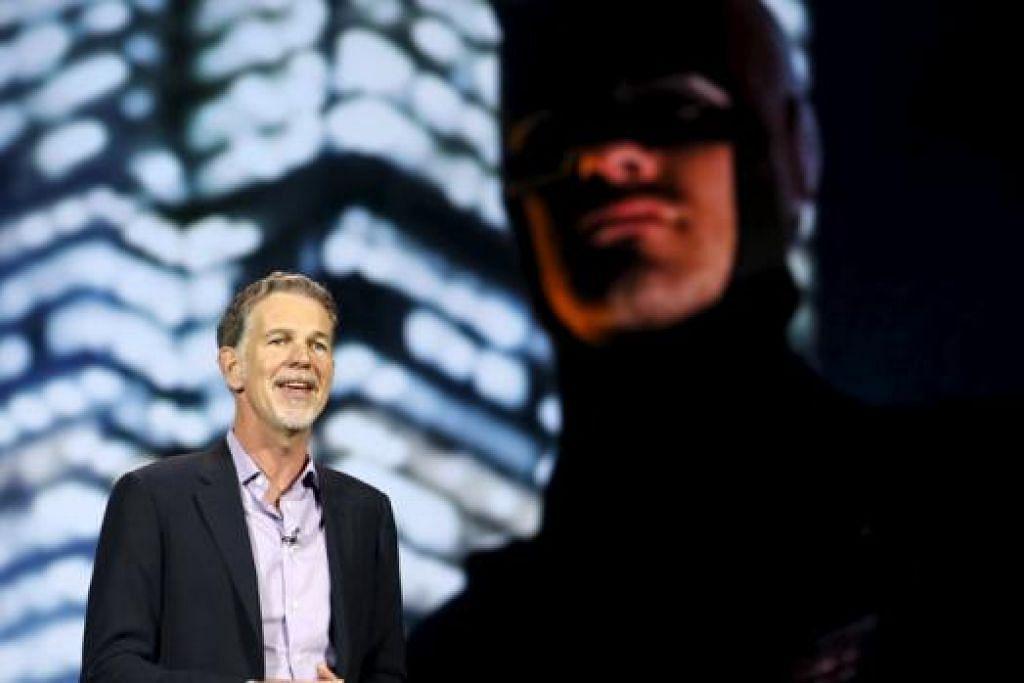 PERINTIS BERSAMA NETFLIX: Encik Reed Hastings ketika menyampaikan ucapan di pertunjukan perdagangan CES di Las Vegas. - Foto REUTERS