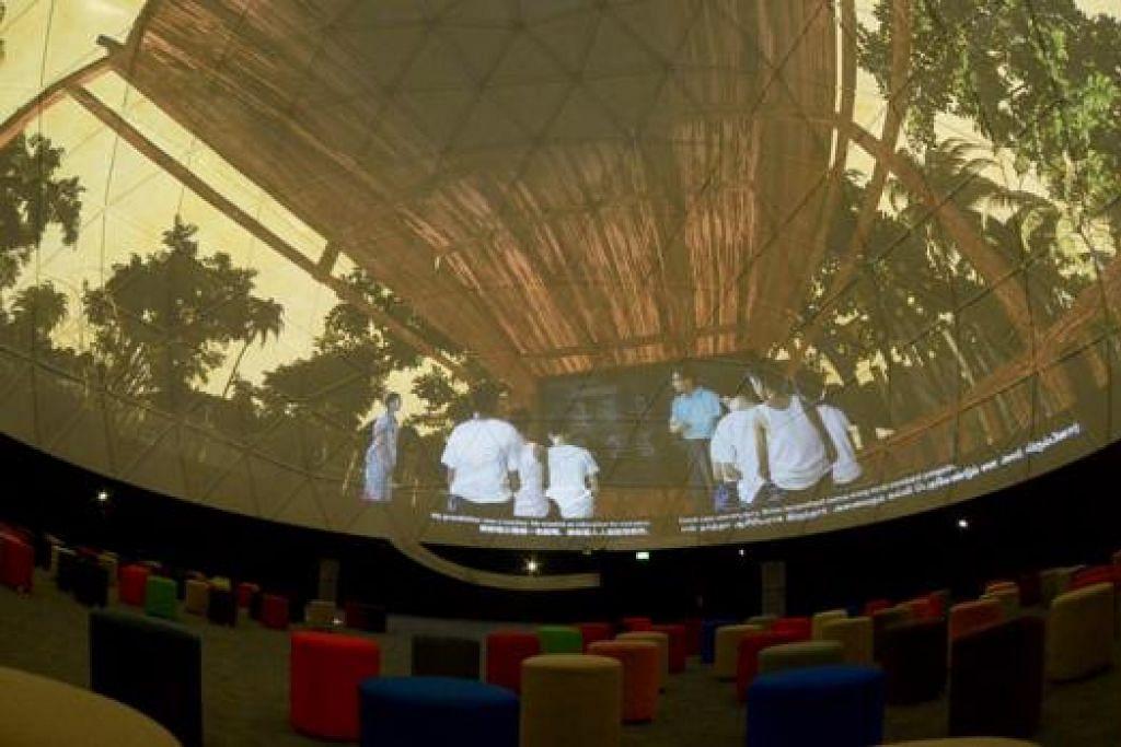 TEATER GENERASI: Tayangan filem pendek bertajuk 'Teater Generasi' ini menceritakan kisah empat rakyat Singapura yang mengambil contoh dan inspirasi dari datuk nenek mereka demi mencapai cita-cita. Uniknya tentang filem ini adalah ia akan ditayangkan dalam unjuran kubah 360 darjah.