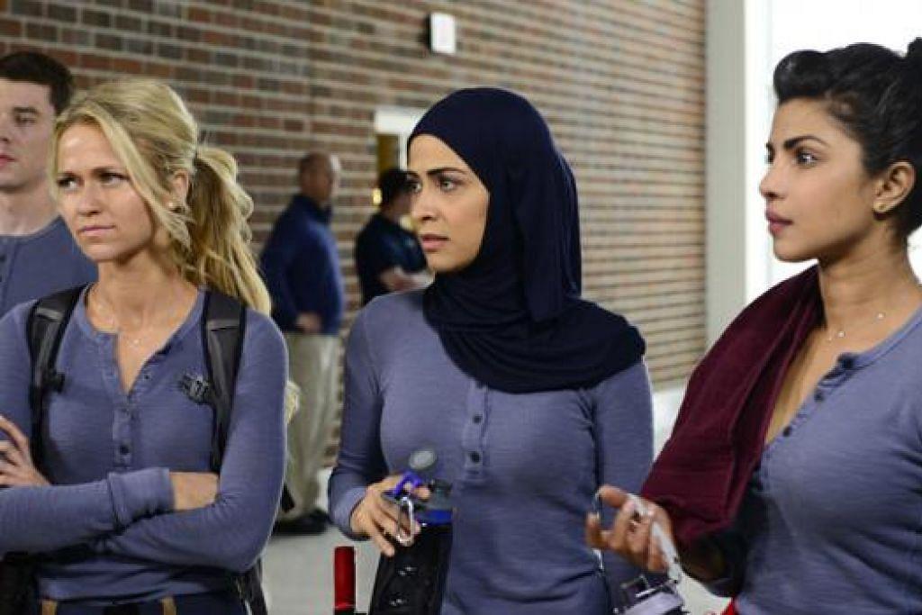 ANTARA ADEGAN: Siri drama televisyen 'Quantico' lakonan (dari kiri) Brian J.Smith, Johanna Braddy, Yasmine Al Massri dan Priyanka Chopra, yang membuat nama Priyanka semakin popular di Amerika Syarikat. - Foto AXN