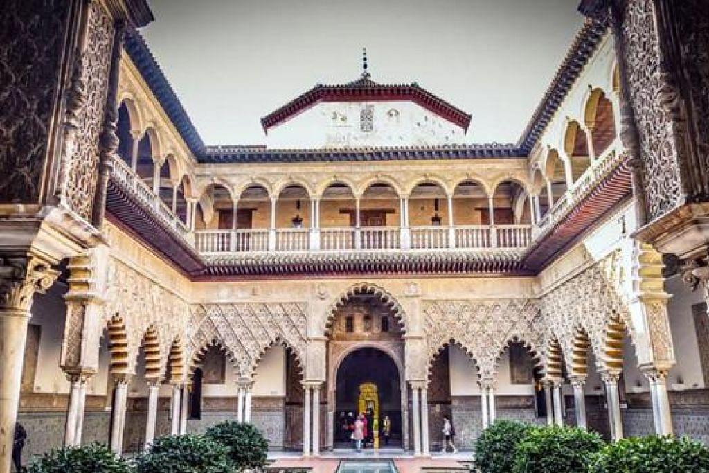 ISTANA INDAH: Alcazar merupakan istana dan kubu yang dibina raja berbangsa Moor, dan terkenal sebagai antara yang terindah di Sepanyol.