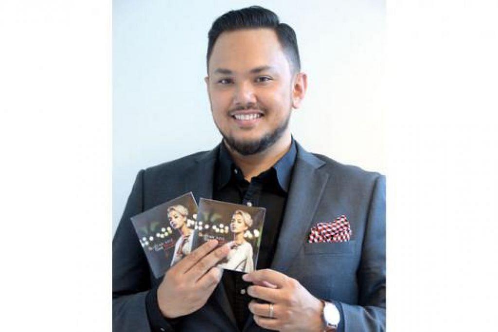MENITIKBERATKAN BAKAT BELAKANG TABIR: Imran Ajmain menunjukkan CD lagu 'Titik Merah' nyanyian Aisyah Aziz yang kini boleh dimiliki pada harga $10. - Foto JOHARI RAHMAT