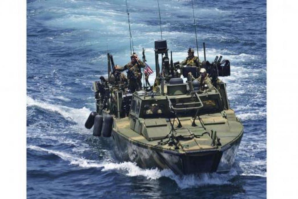 DITAHAN IRAN: Tentera Laut Amerika mengeluarkan gambar bot Riverine daripada Skuadron Riverine (Rivron) semalam. Sepuluh anak kapal dua bot ronda Riverine telah ditahan Iran. - Foto REUTERS