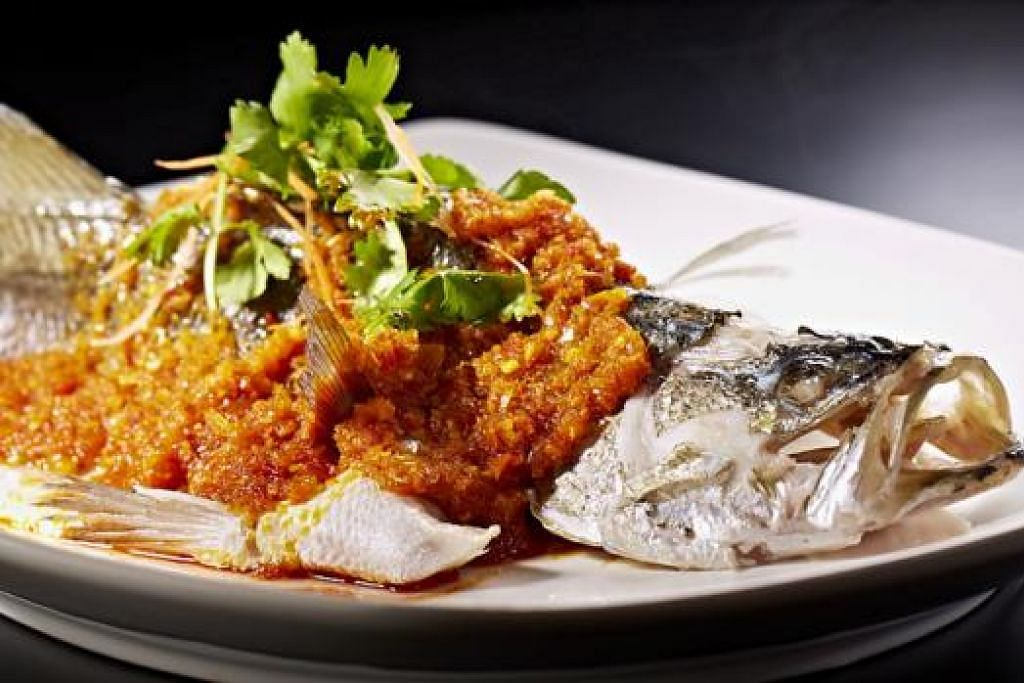 ANTARA SAJIAN HEBAT: Braised Superior Shark Fins Soup dan Thai Style Steamed Seabass (atas) .