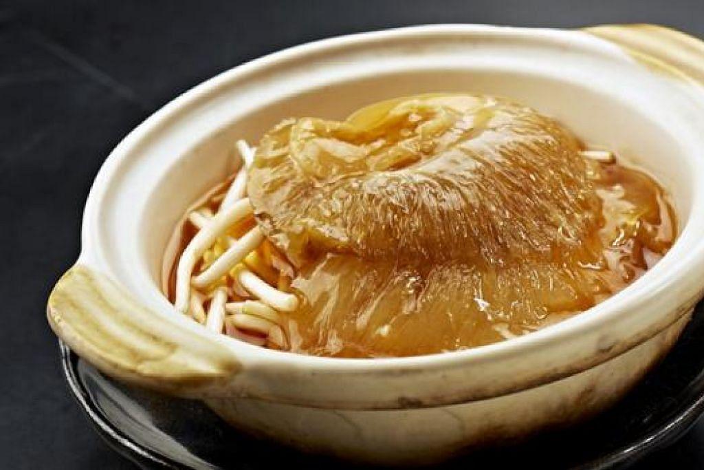ANTARA SAJIAN HEBAT: Braised Superior Shark Fins Soup (atas) dan Thai Style Steamed Seabass
