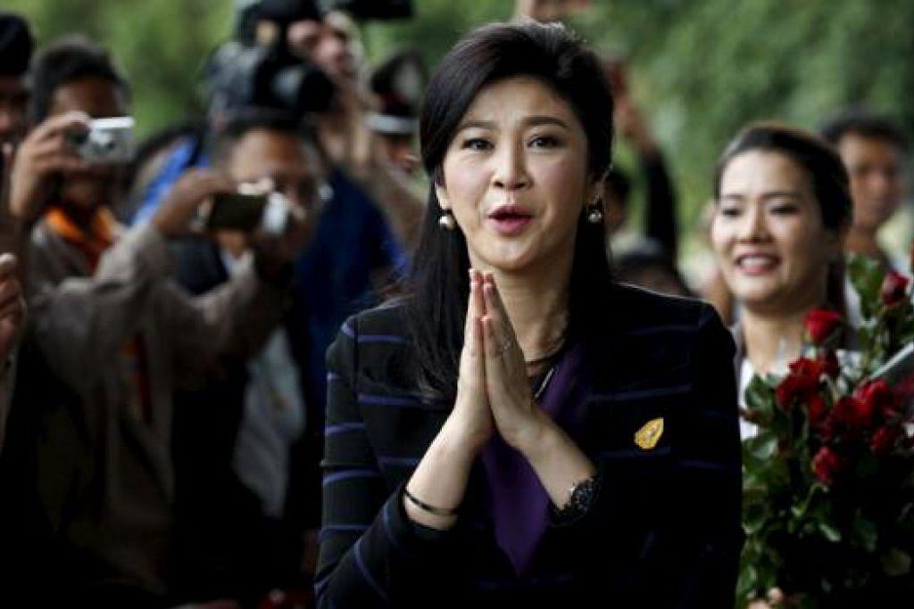 CIK YINGLUCK: Menghadapi tuduhan rasuah sementara penyokongnya menuduh pendakwaan ke atasnya merupakan sebahagian daripada percubaan kerajaan junta Thailand menghapuskan pengaruh beliau dan keluarganya. - Foto REUTERS
