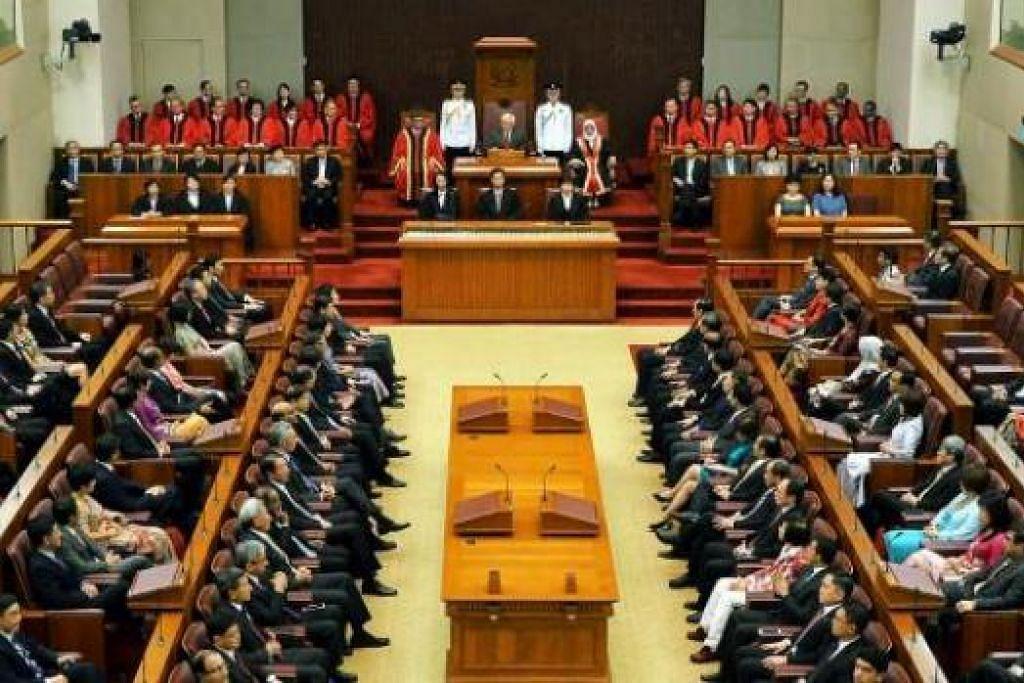 SESUAIKAN PROGRAM DAN POLITIK: Singapura perlu terus sesuaikan program dan politiknya untuk memastikan negara ini kekal meningkat maju, kata Dr Tan dalam ucapannya di pembukaan Parlimen semalam. - Foto KHALID BABA