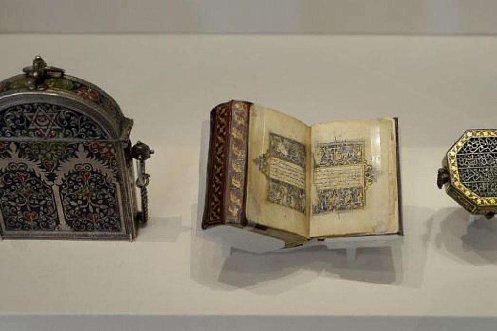 ARTIFAK MINI: Artifak mini termasuk sarung Al-Quran dari abad ke-19, Quran dari abad ke-14 dan sebuah bekas dari Maghribi antara artifak yang dipamerkan.