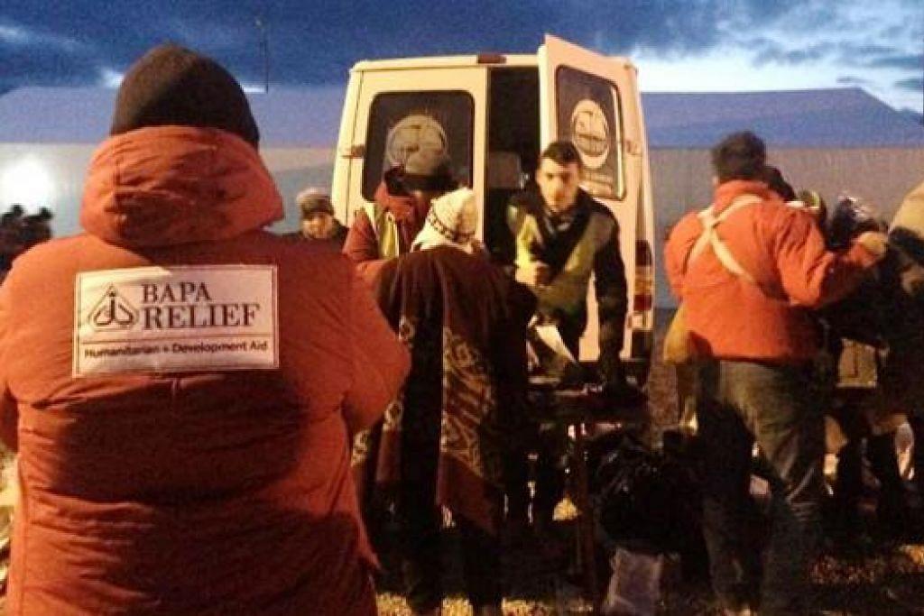 HADAPI KESUKARAN: Misi kemanusiaan kali ini lebih sukar disebabkan cuaca sejuk yang menjunam ke -11 darjah Celsius. Namun, Bapa Relief tetap tampil membantu.