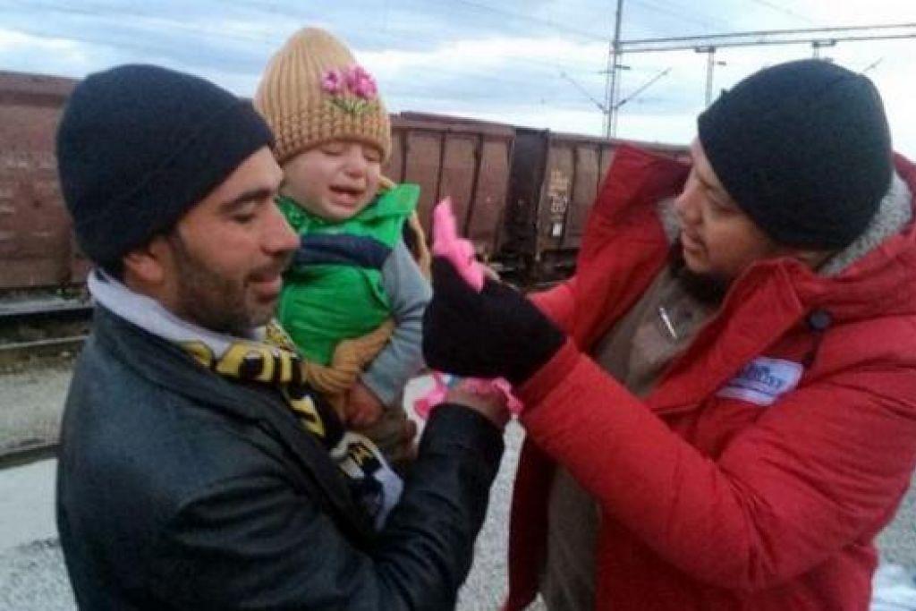 SEMUA MENERIMA: Kanak-kanak dan bayi tidak ketinggalan menerima santunan Bapa Relief. Konflik di Syria menjejas setiap lapisan masyarakat.