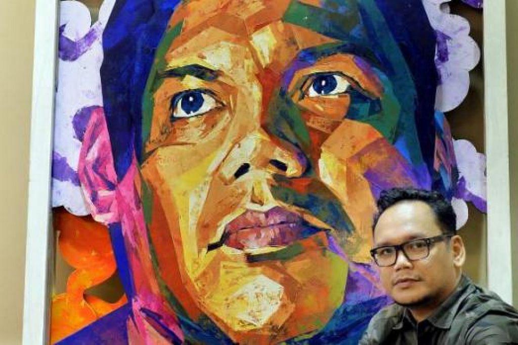 KARYA SENI MENGENALI DIRI: Encik Nur Iman Sumani menghasilkan karya seni berupa kotak dengan imej mata dan lorekan grafiti sebagai melambangkan proses mengenali perkara baru tentang dirinya setiap kali kotak dibuka. Encik Rofizano Zaino pula selaku kurator memastikan setiap seniman termasuk beliau dicabar dengan keupayaan mengubah karya dua dimensi menjadi tiga dimensi atau mampu dicorak sebagai karya interaktif buat penonton.. – Foto-foto M.O. SALLEH