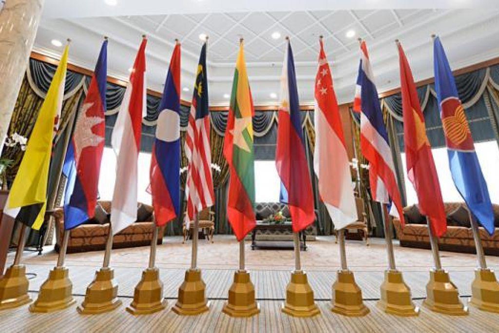 CIPTA PELUANG BARU DI ASEAN: MFA mahu mencipta peluang ekonomi baru bagi syarikat Singapura menerusi Masyarakat Ekonomi Asean (AEC). - Foto fail